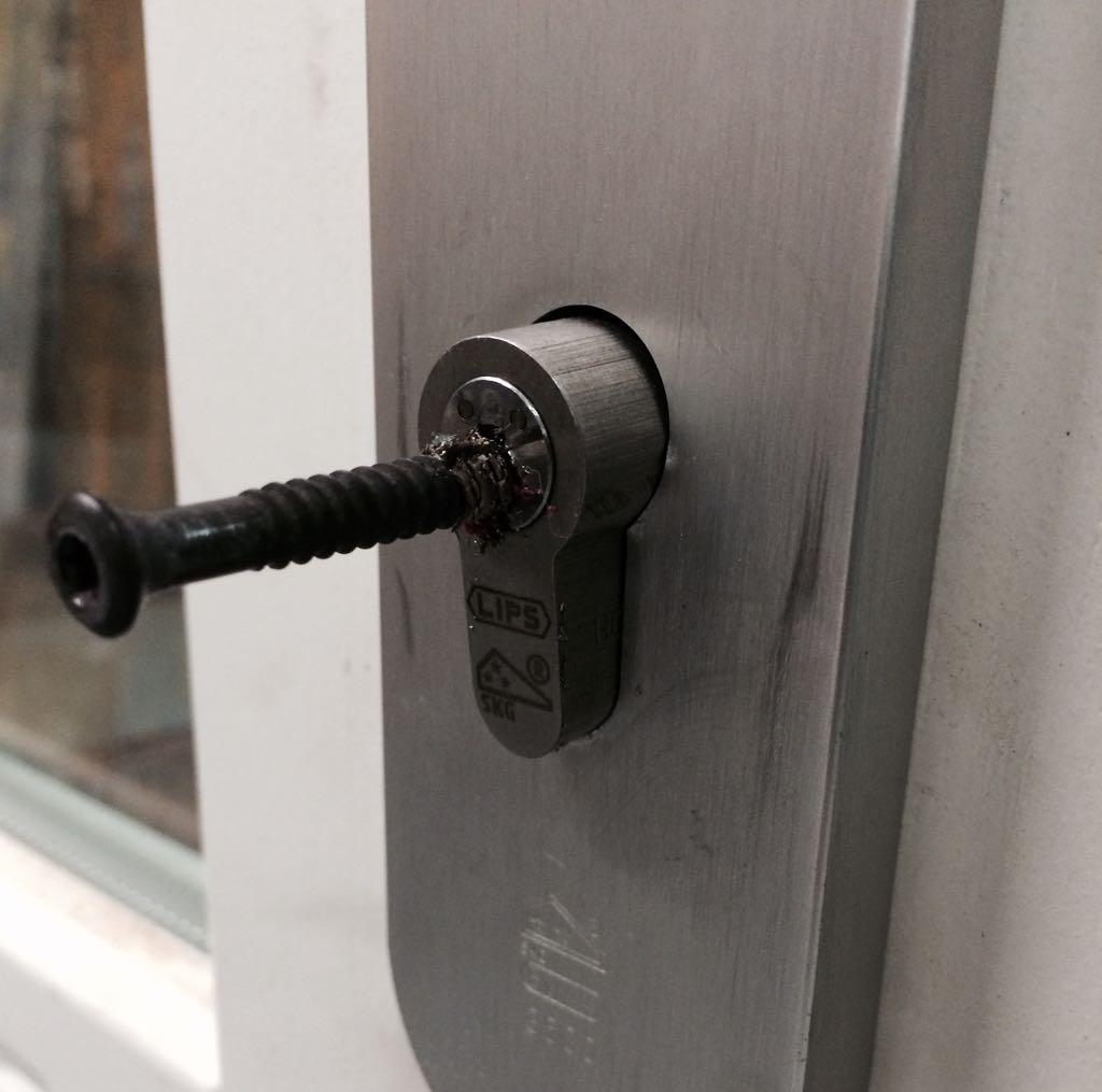 schroef in slot deur